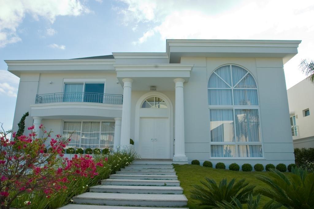Fachadas de casas com estilo neoclássico - veja modelos lindos e dicas!