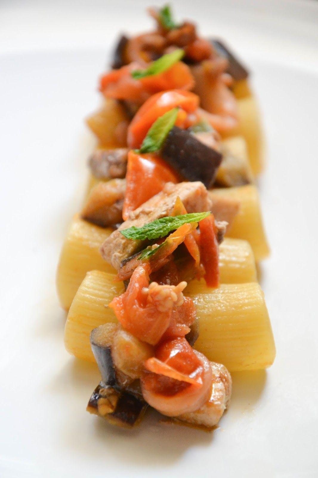 Ho sempre adorato questo piatto e, quando ho visto su Instragram la foto di Magalì  e della sua pasta con tonno, melanzane e menta, ho pens...