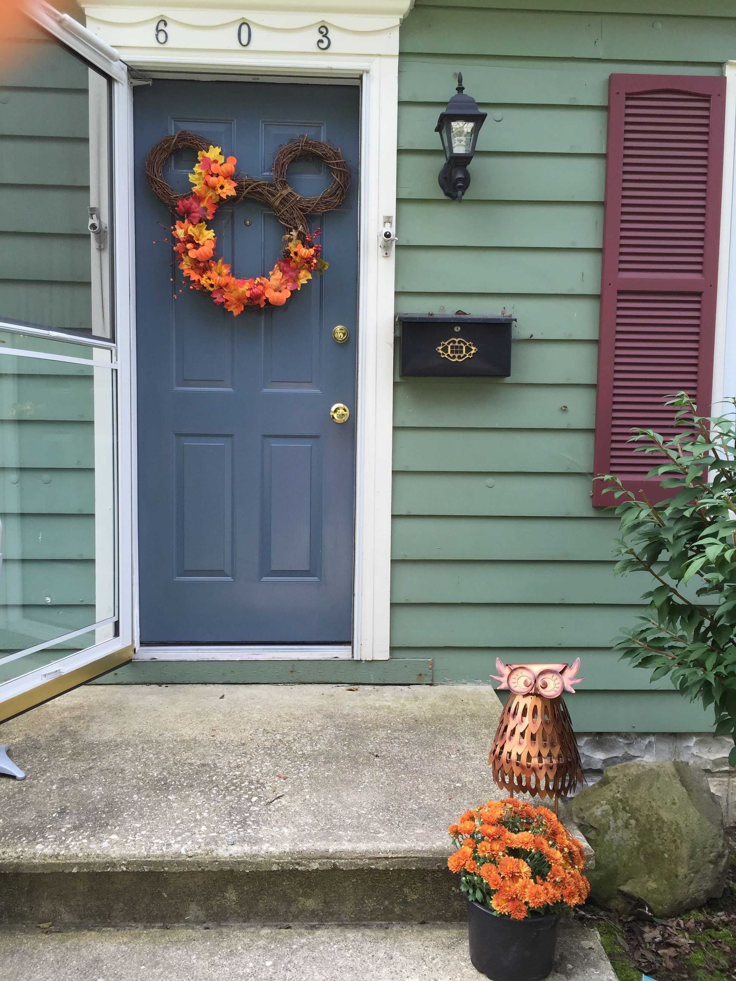 Our front door has a hole in it, just asking for a wreath to be hung. What better solution than to make a fall mickey wreath to greet our guests!?