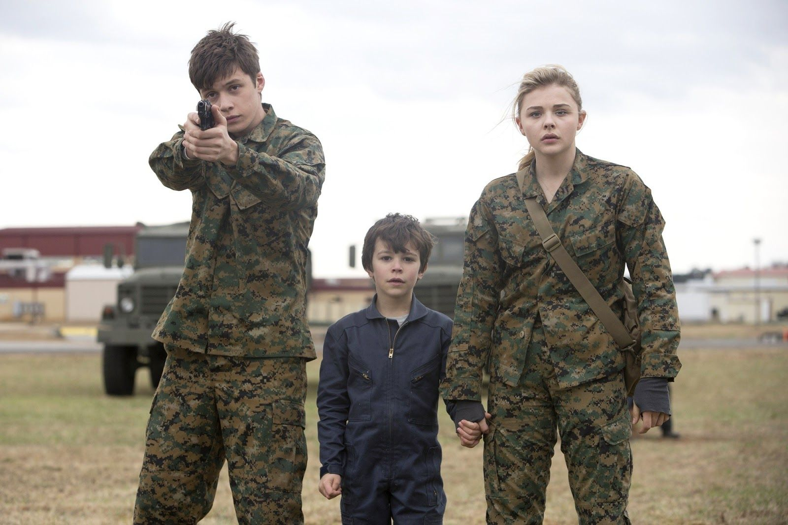 Nick Robinson, Zackary Arthur and Chloe Grace Moretz in The 5th Wave