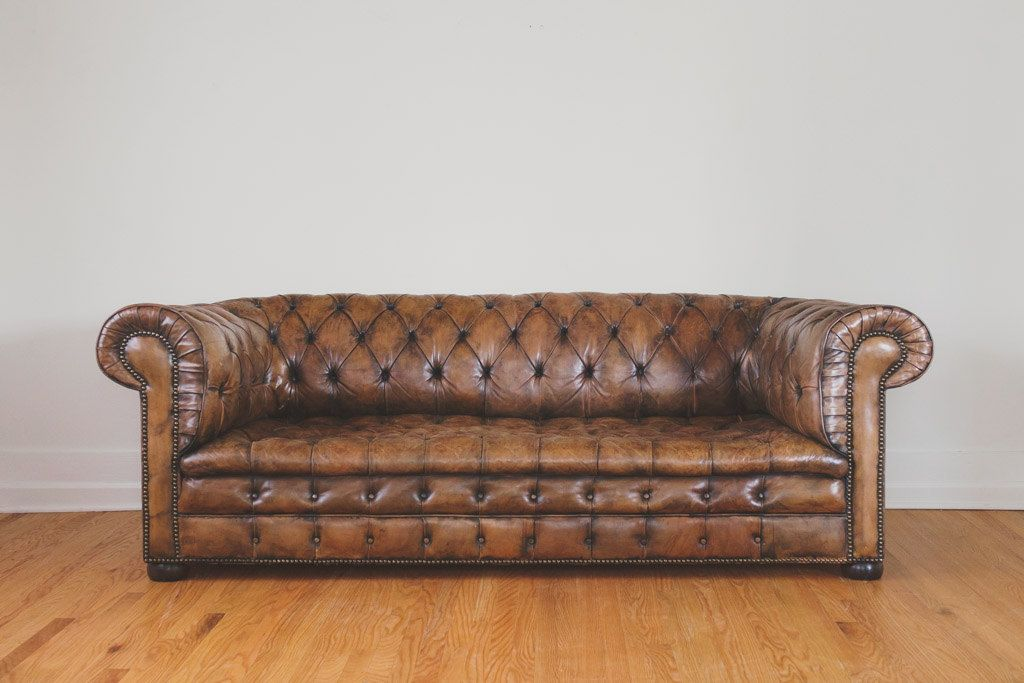 Canape Chesterfield En Cuir Marron Vintage Par Homesteadseattle Brown Leather Chesterfield Brown Leather Chesterfield Sofa Chesterfield Sofa