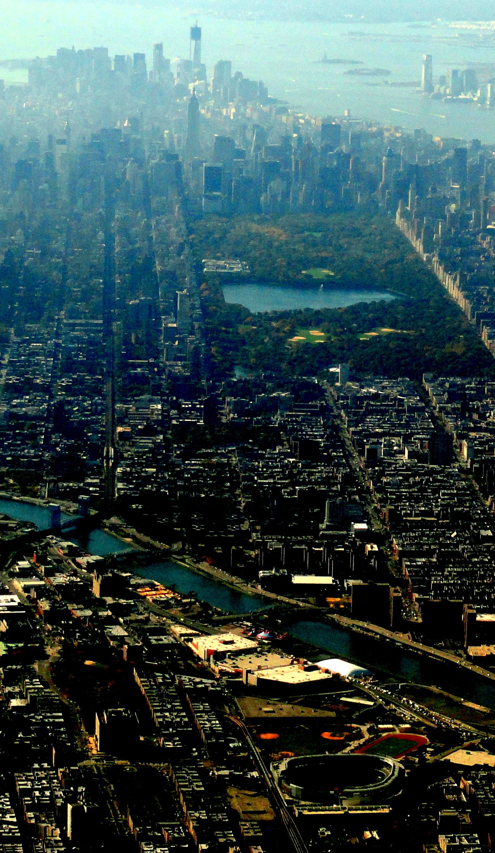 Flying over New York - Manhattan - Freedom Tower on the lower tip ...