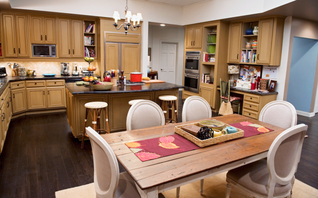 tv kitchens to love modern family  to be, family kitchen and,Modern Family Kitchen,Kitchen ideas