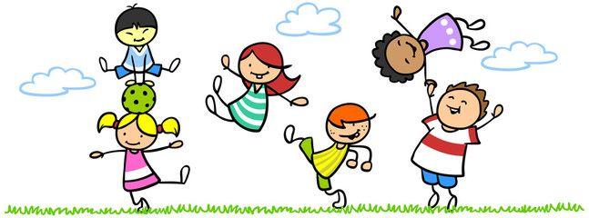 Lachende Kinder In Bewegung Der Natur