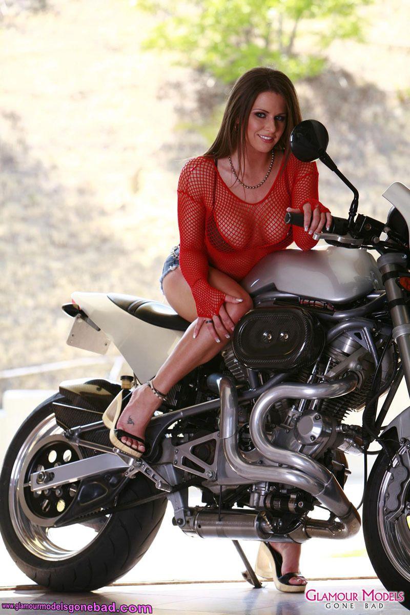babe-beautiful-biker-glamourous-sexy-stepfather-movie-nude-scene