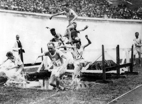 Amsterdamin kisojen 1928 estefinaali - Nurmi competing in Olympic 3k Steeplechase having only run the event a few times previously - He won his semi-final though falling off the water jump & spraining his ankle - Despite this Nurmi placed 2nd in the final to fellow Finn Touvo Loukola the WRH, both breaking the Olympic Record, in a 1,2,3 Finnish Medal 'clean sweep'