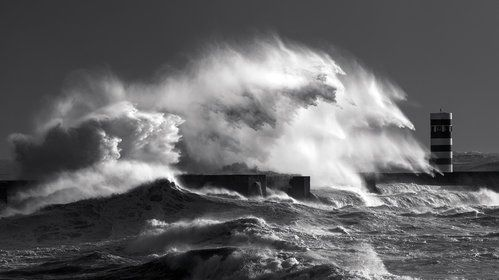Big Waves by Nuno Milheiro
