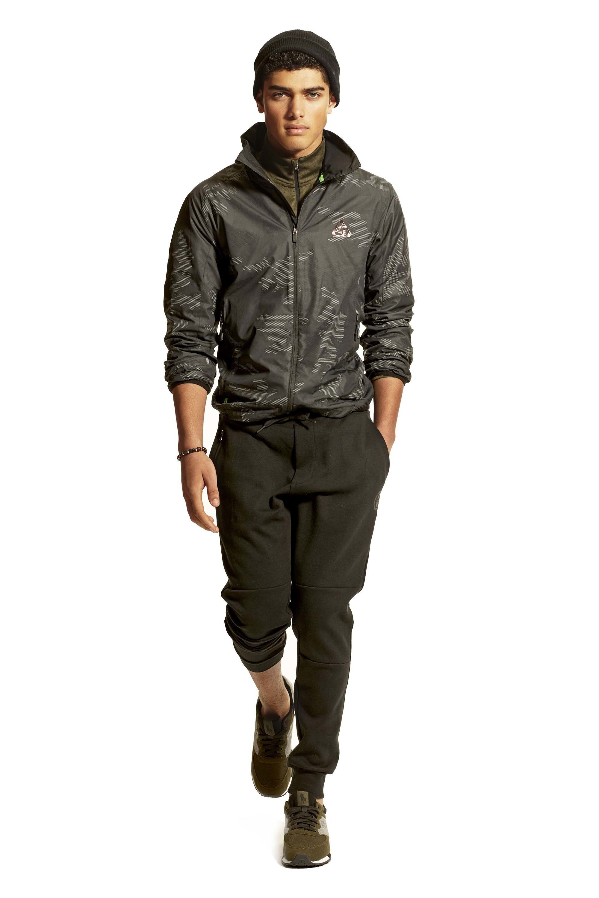 3eb9a1be6aa59 See the complete Polo Ralph Lauren Fall 2016 Menswear collection. Style  Homme