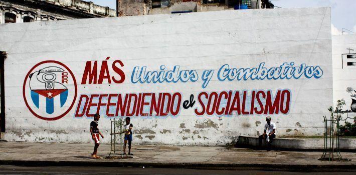 SEGUIMOS ESPERANDO EL DERRUMBE DEL SOCIALISMO EN AMÉRICA LATINA Con la pérdida del financiamiento soviético, los Gobiernos y guerrillas socialistas en el hemisferio occidental perdieron fuerza, pero sobreviven alimentadas por el populismo ANTÓN TOURSINOV El 9 d...