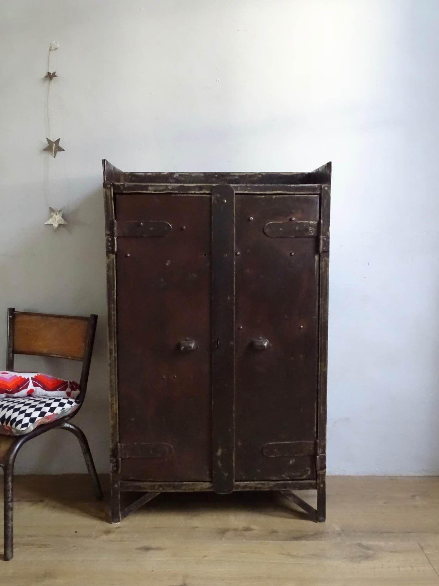 armoire industrielle meubles d ateleir mobilier www cestvintage com petite meuble de metier gray makeup vanity with mirror