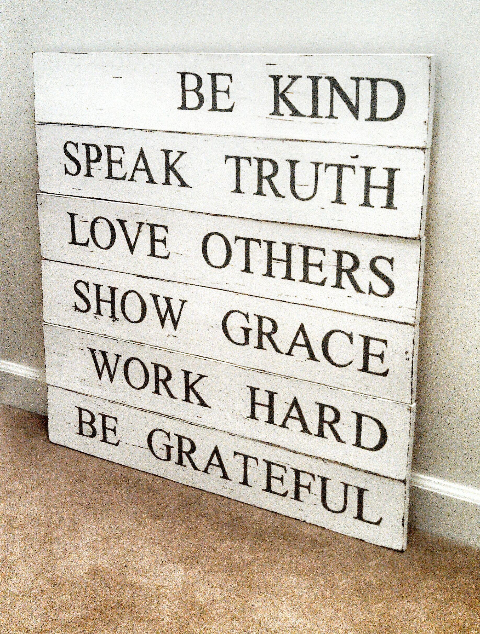 Seja gentil. Fale a verdade. Ame o próximo. Mostre graça. Trabalhe duro. Seja agradecido.