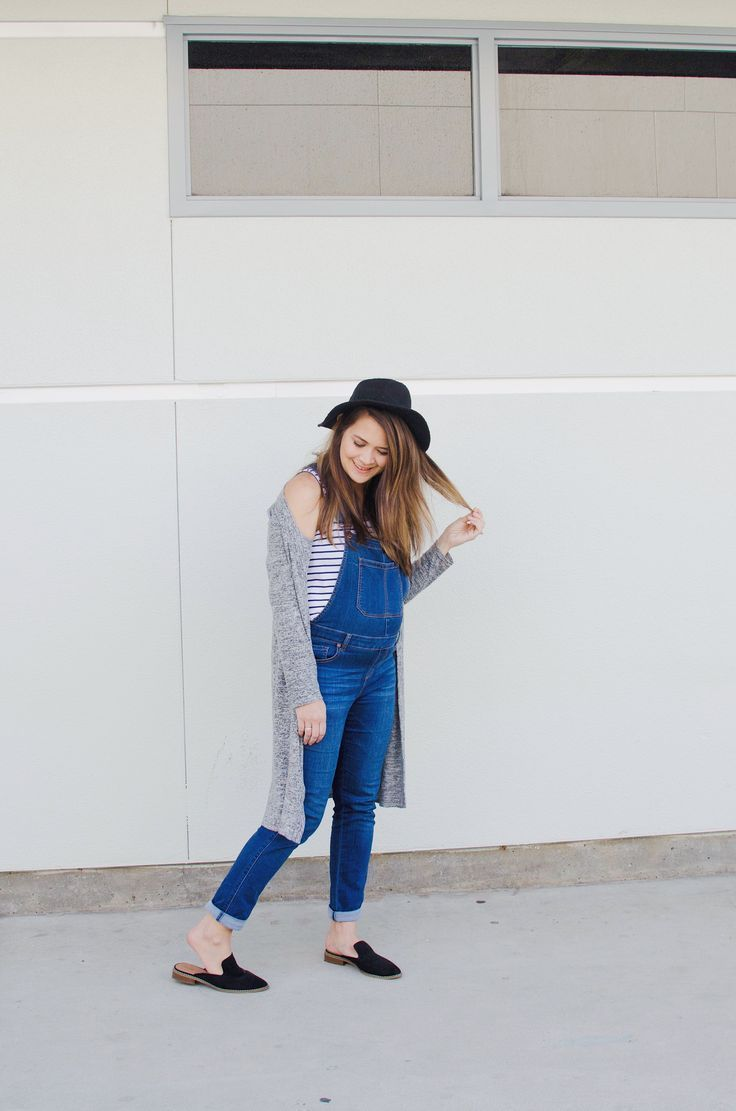 4f8b60ea0a Pregnancy Style  Wearing Overalls in the Second Trimester