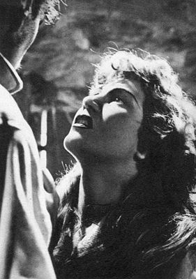 LA FOSSA DEGLI ANGELI was a film made in 1937 by Carlo Ludovico Bragaglia. It is about the rivalry between two chaps who work in the marble quarries and who love the same women. No copy of the movie remains in existence.
