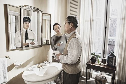 """The """"Reflection"""" series of older people looking at their younger selves in mirrors"""