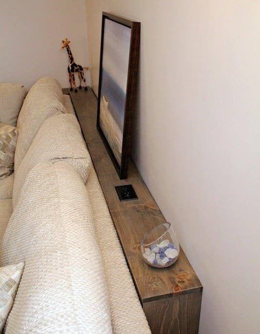 Schaffe Ablage-Platz hinter deinem Sofa oder Bett: