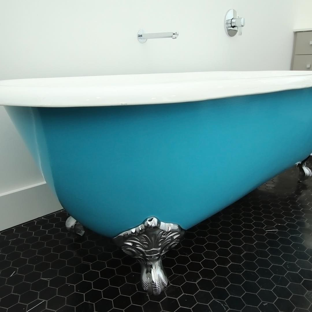 We love the robins egg blue color of this clawfoot tub! | Vintage ...