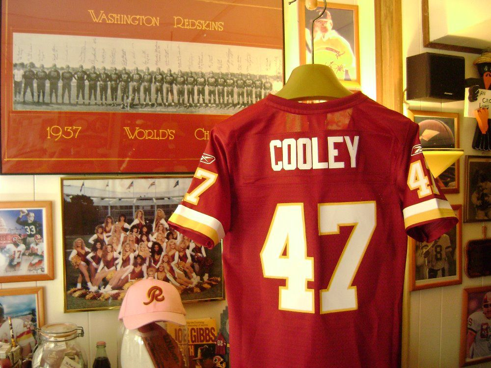 I m selling Washington Redskins Chris Cooley Embroidered Women s Reebok  On-Field Jersey Size ea4f861a3