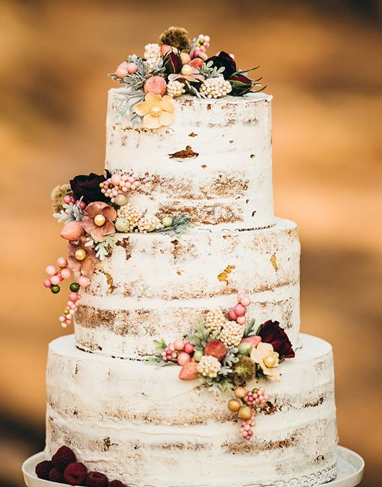 I always hate how much frosting there is on wedding cakes…I love how this one…