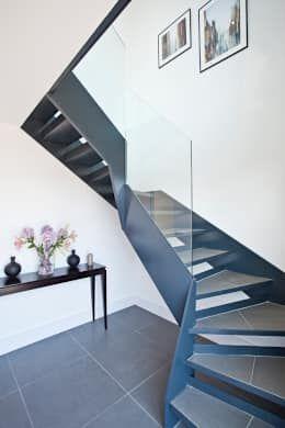 escaleras modernas que fueron pensadas para casas pequeitas