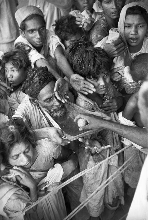 INDIA. Gujarat. Baroda (Vadodara). 1948. On the 39th birthday of the maharajah of Baroda, sugar-balls are distributed to the poor