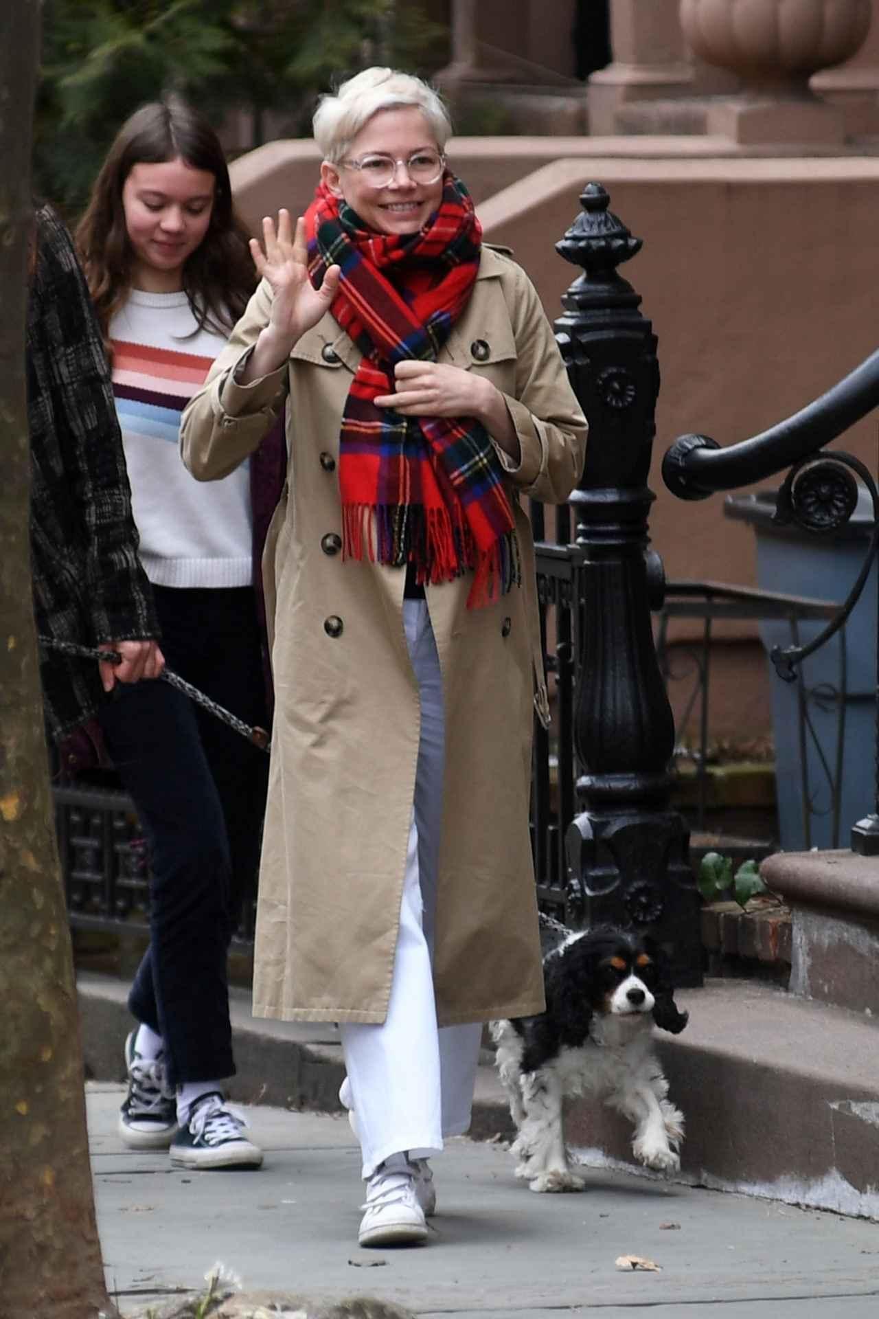 グレイテスト ショーマン 女優 12歳娘とのハグが素敵なので見てほしい フロントロウ 海外セレブ情報を発信 秋冬 ファッション ファッションスタイル 秋冬 ファッション 50代