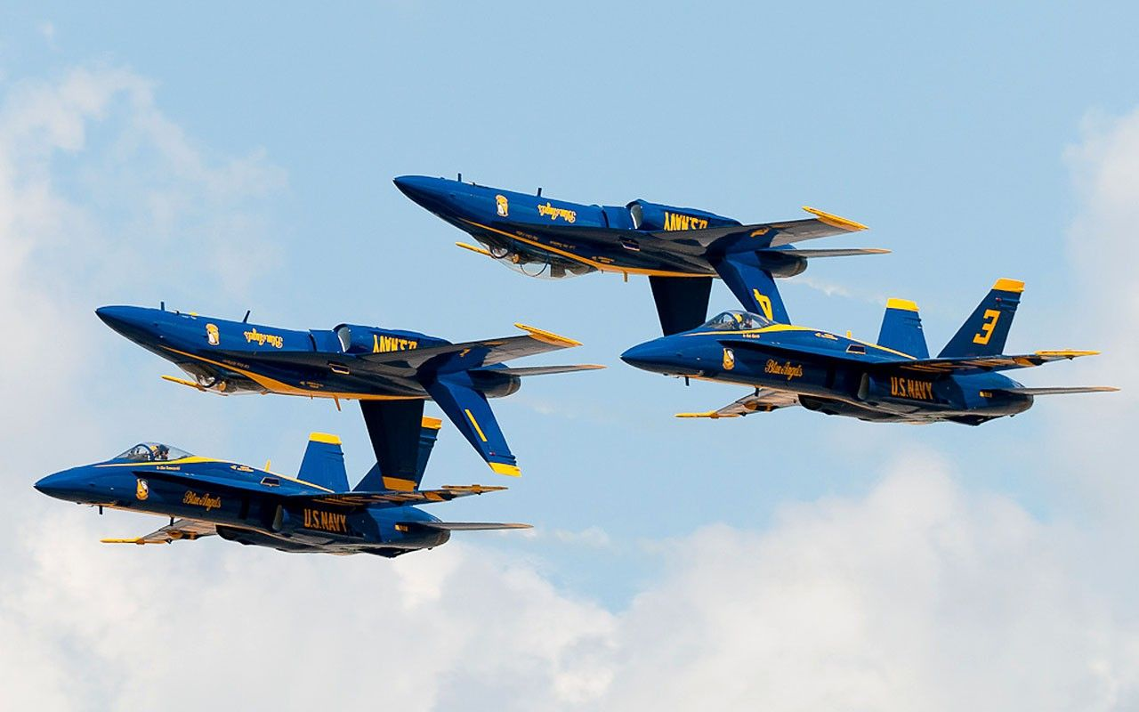 Us Navy Blue Angels F A 18 Hornets Us Navy Blue Angels Blue Angels Air Show Blue Angels