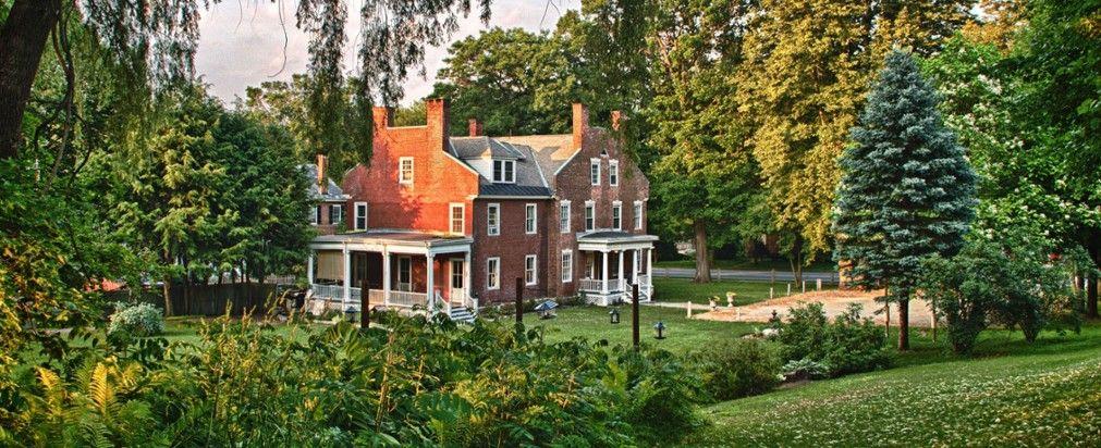 Best Inns in the US Cozy inn, Luxury inn, Bed, breakfast