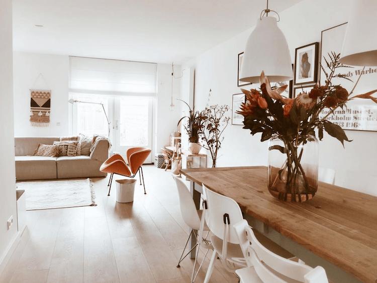 Een Wit Nederlands Huis Met Zalm Roze Accenten Scandinavian Home