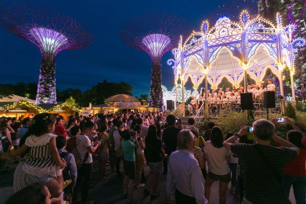 Christmas Wonderland Gardens by the Bay Choir Performances