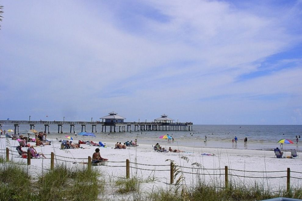 Fort myers beach fishing pier attractions in fort myers for Fort myers fishing pier