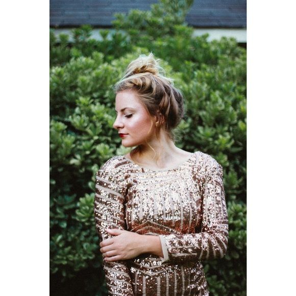 """Glam gold party dress This is the FUNNEST dress I've ever worn!!!!! I wore it once for my 21st birthday party. Gorgeous, dips in the back. SUPER flattering. Size medium but fits small. I'm 5' 2"""" and it hits at a good mid-thigh length Forever 21 Dresses Mini"""