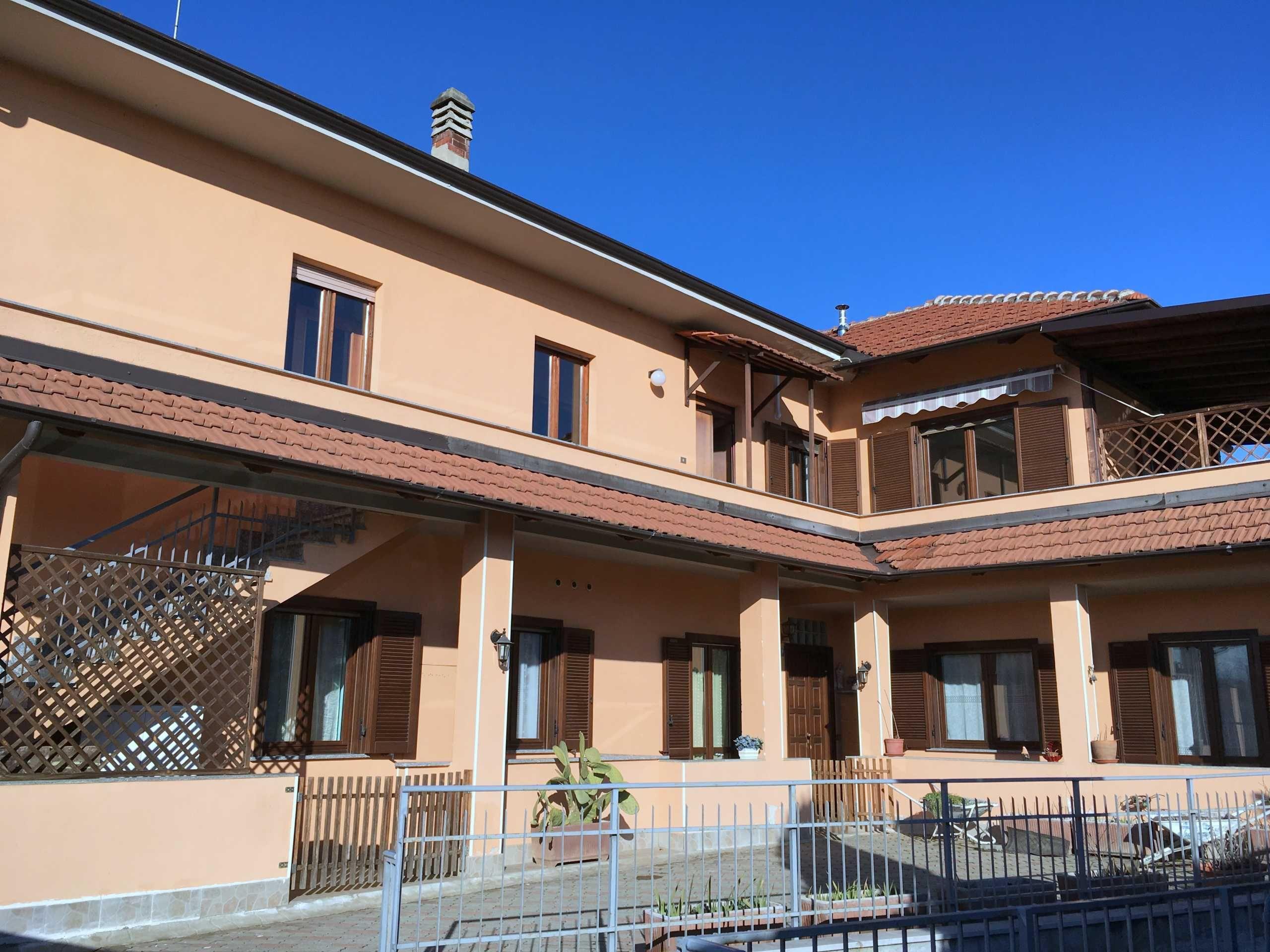 Rivoli. Casa bifamiliare con terrazzo, giardino, taverna, box doppio ...