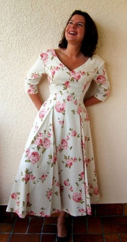 großer Rabatt Räumungspreis genießen großer Lagerverkauf Sommerkleid im Styl der 50er Jahre,im Kontrast zur betonten Taille ...