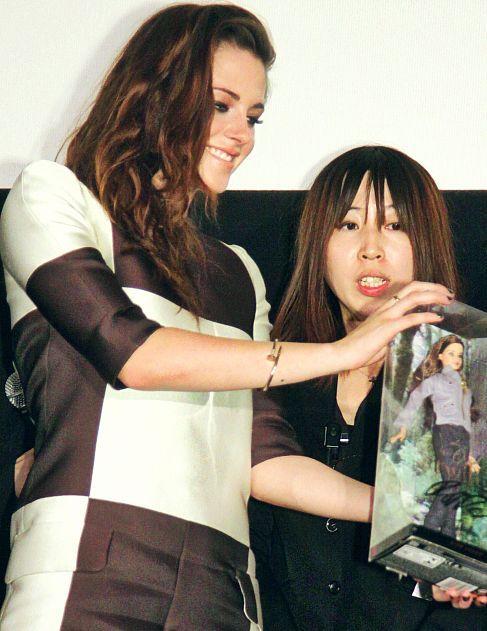 Kristen promoting Breaking Dawn 2 in Tokyo