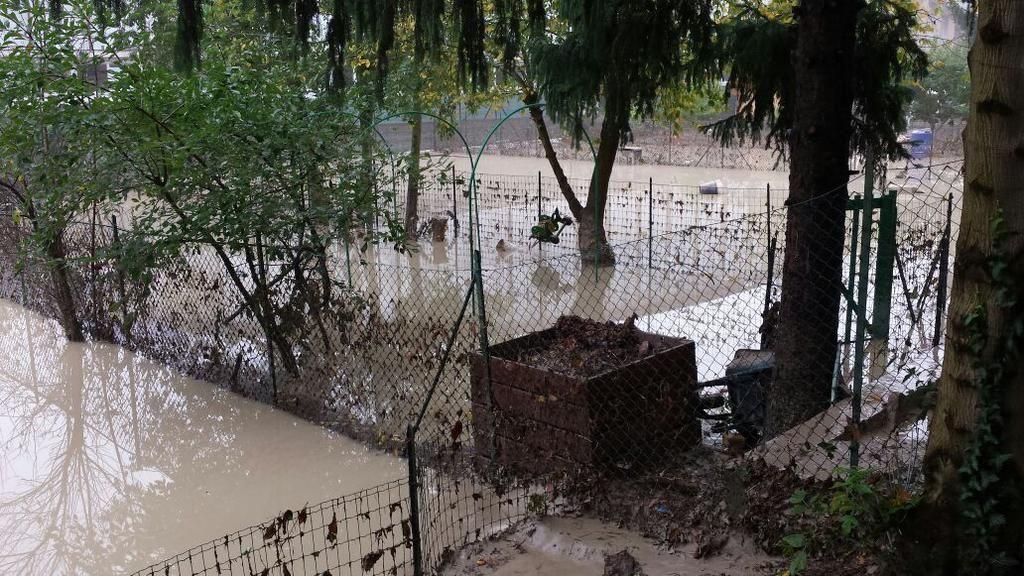 #alluvione #parma giardini case di via Po