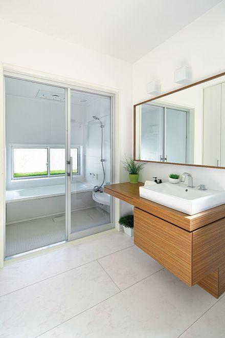 わが家は 小さなギャラリー 北欧の小物や家具で楽しむ 日本のモダンな家 リフォーム バスルーム 浴室 デザイン