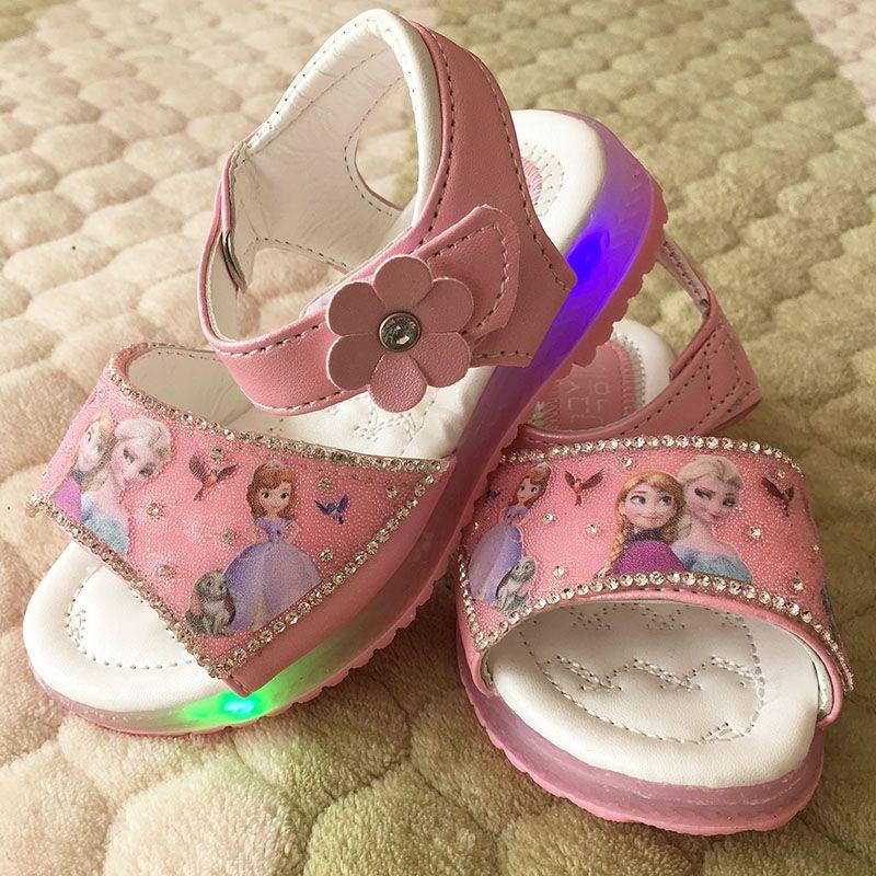Meisjes Elsa Roze Sandalen 2017 Nieuwe Cartoon Sneeuw Koningin Anna Schoenen Met Led Licht Ademende Zomer Kinderen Prin Pink Sandals Childrens Shoes Kids Shoes