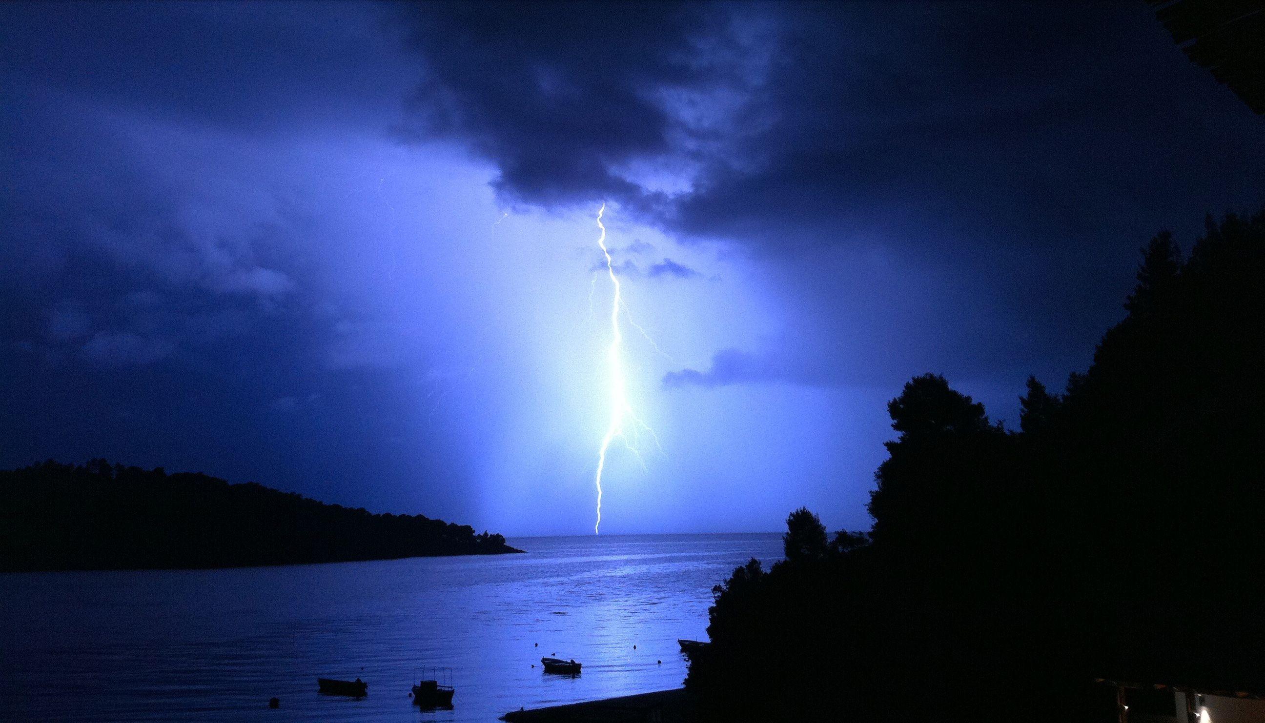 Lightning in Panormos bay (Πάνορμος)