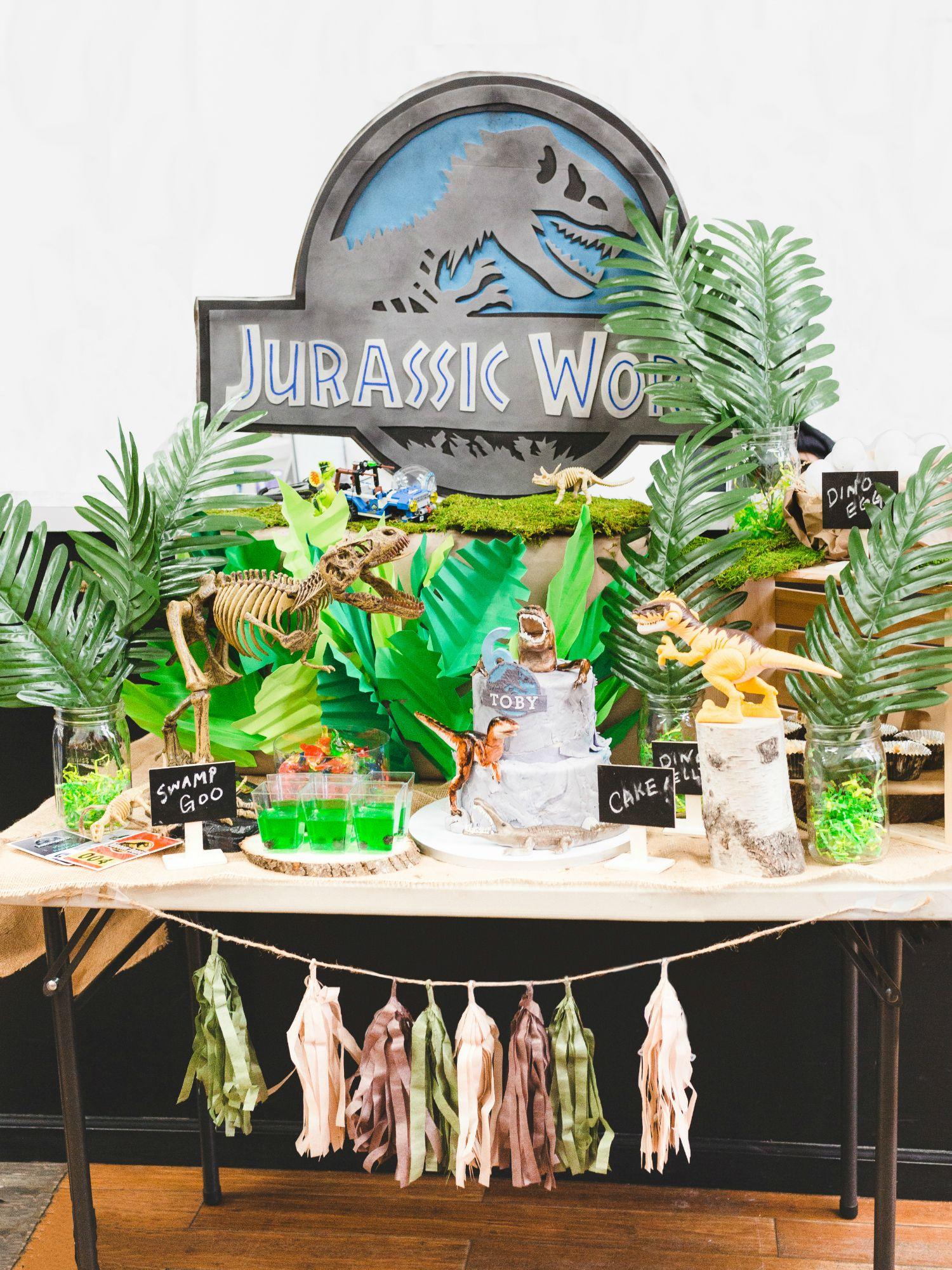 Jurassic World Dinosaur Birthday Table Black Twine Dinosaur