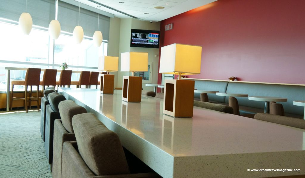A Vip Airport Lounge For All Of Us A Tour Of The Plaza Premium Lounge Toronto Www Dreamtravelmagazine Com 04 Lounge Airport Lounge Plaza