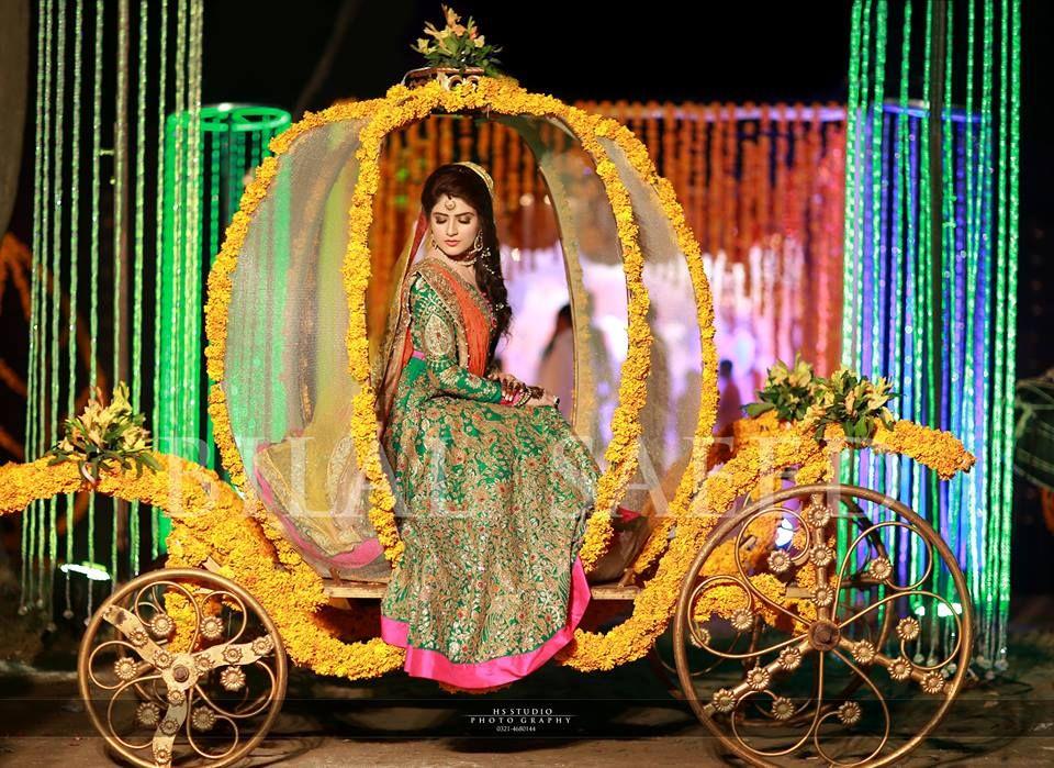 Mehndi Dress With Hijab : Pakistani mehndi bride mayun dresses