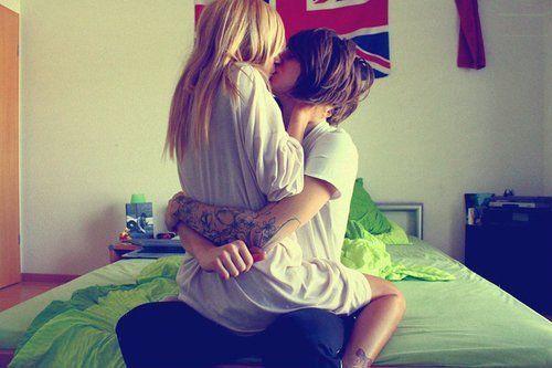 Best lesbian kissing ever