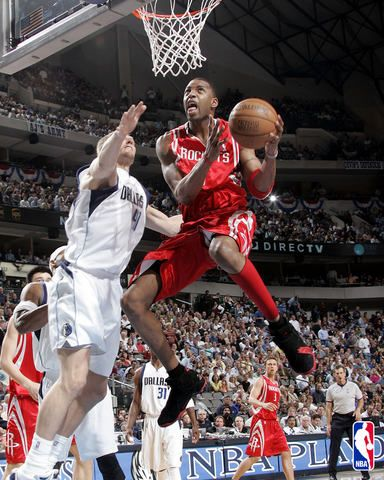 Tracy Mcgrady Who Played For The Houston Rockets From 2004 To 2010 Tracy Mcgrady Houston Rockets Basketball Jones
