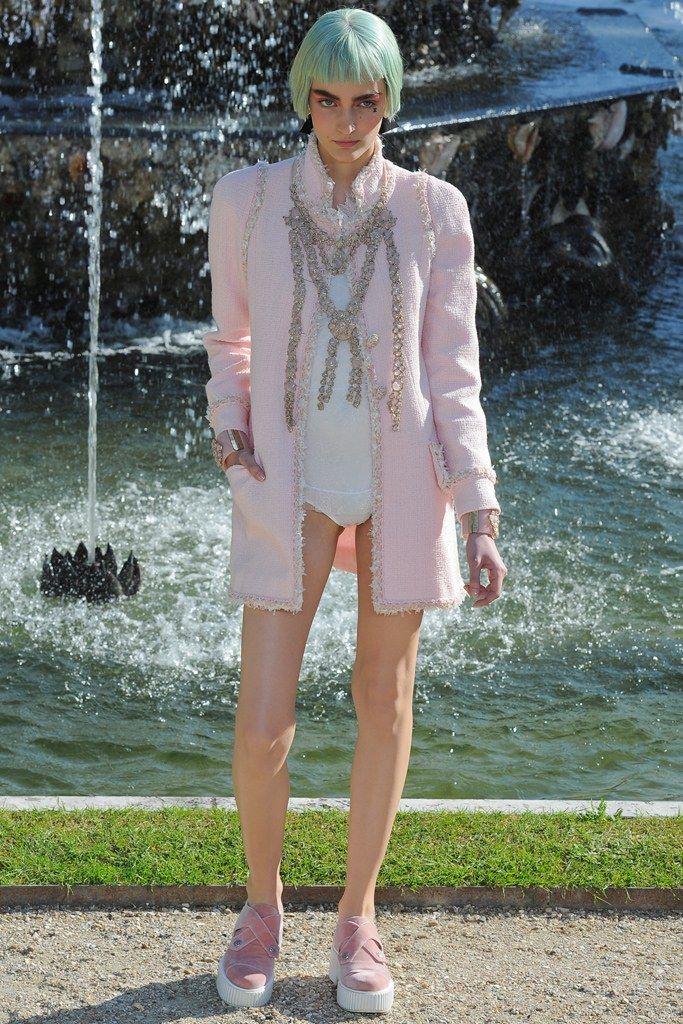 Chanel Resort 2013 Fashion Show - Zuzanna Bijoch