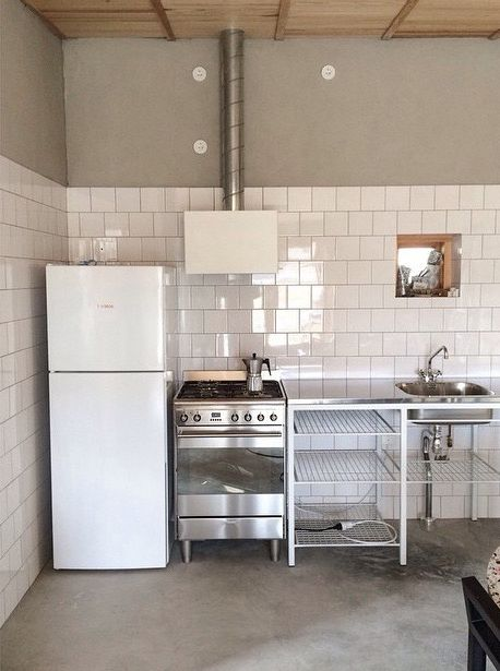 Small space simple rustic kitchen. Skälsö Arkitekter