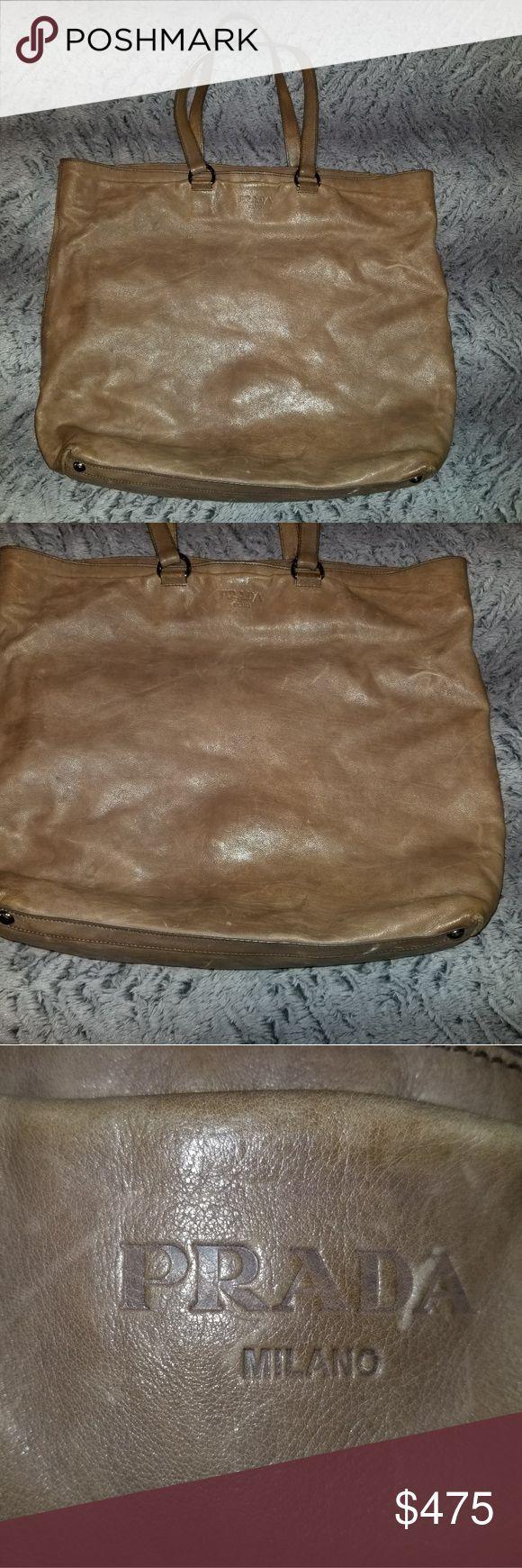Prada Tasche Prada Tasche leicht mit abgenutzter Lederoptik. Griffe haben  etwas Abnutzung . 071ce317acf