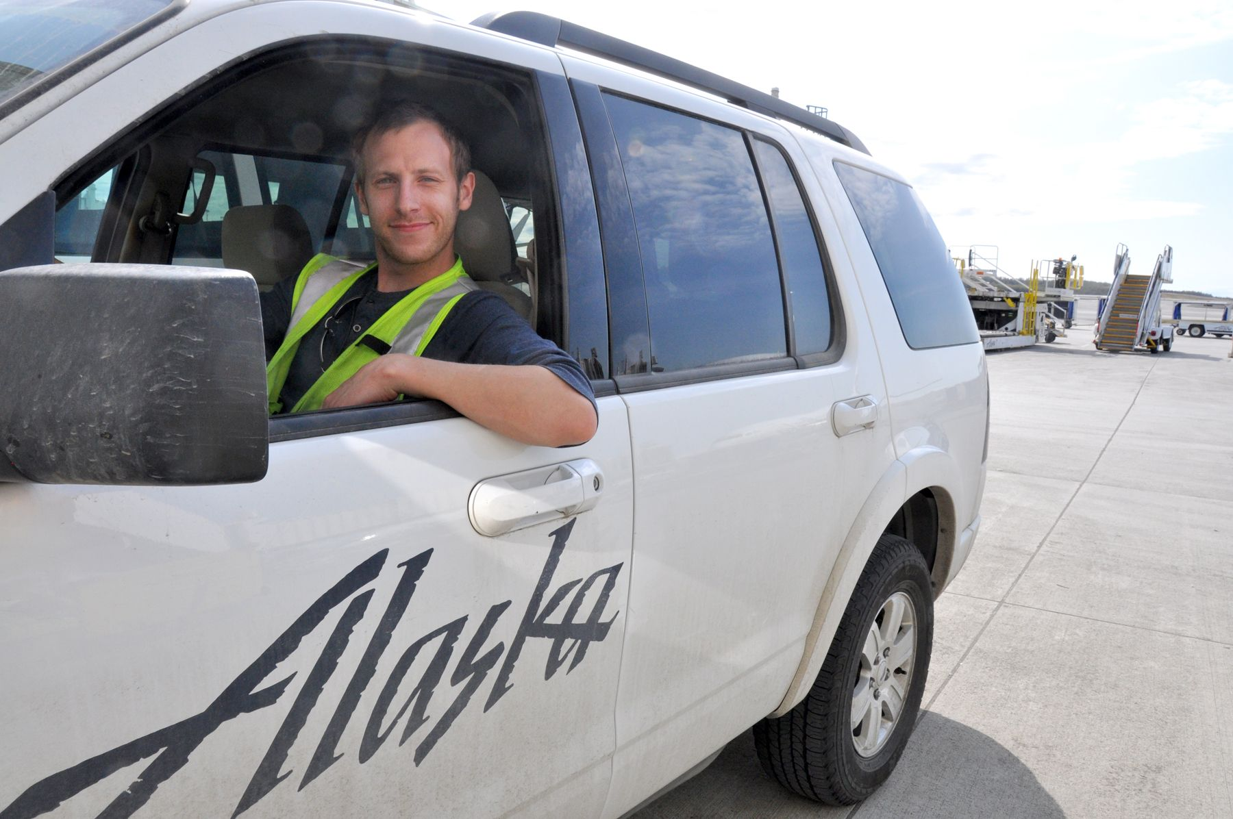 Alaska Airlines employee drives 5 hours to help customer