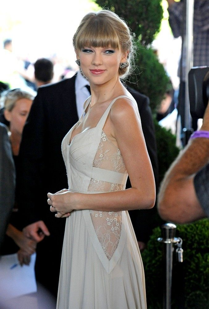 Stunning Taylor Swift Wears See-Through White Dress to ARIA Awards ...