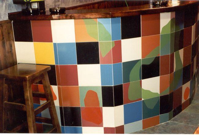 Barra De Bar Disenada Y Revestida Con Ceramica Esmaltada Por La Jirafa Proyectos Artisticos Designer Furniture Mobiliario De Autor Barra De Bar Paredes