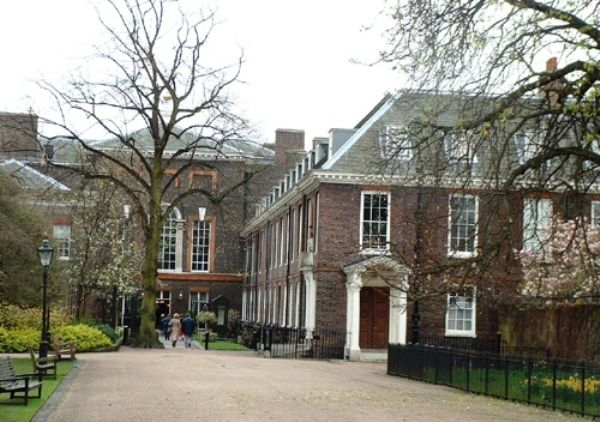 News And Photos Of The Renovated Kensington Palace Apartment Home To Kate And William The Duk Kensington Palace Apartments London Apartment Kensington Palace